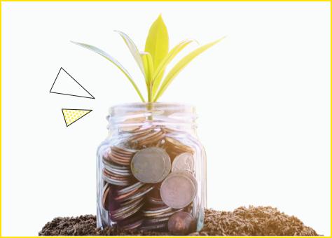 Tarro de cristal lleno de monedas representando lo que puedes ahorrar al contratar nuestra tarifa de luz barata